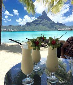 Delicious cocktails with a gorgeous view of the Mount Otemanu! Trip To Bora Bora, Bora Bora Island, Bora Bora Resorts, Air Tahiti, Tahiti Nui, Hotel In French, Between The Oceans, Society Islands, French Polynesia