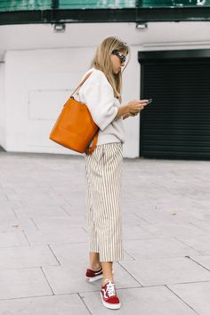 Need some style inspiration? Here are 15 cute outfits with tennis shoes worth re…, – Tennis shoe outfit winter Casual Winter Outfits, Simple Outfits, Chic Outfits, Girl Outfits, Outfit Winter, Outfit Summer, Fashion Outfits, Tennis Shoes Outfit, Tennis Clothes