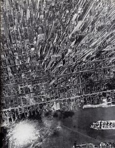 Vintage Photo: Aerial Manhattan and NYC by Andreas Feininger. The photography of Andreas Feininger has come to define and New York City, like this vintage aerial photograph of Manhattan in 1944 Photographie New York, Manhattan New York, Monochrom, Concrete Jungle, Birds Eye View, Aerial Photography, White Photography, Aerial View, New York City