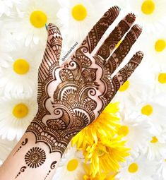 Browse thousands of Bridal Mehndi Designs on HappyShappy this year. You can save simple and latest designs for leg, hands, bride and for the wedding occasion. Basic Mehndi Designs, Henna Tattoo Designs Simple, Mehndi Designs For Girls, Mehndi Designs For Beginners, Henna Designs Feet, Mehndi Design Photos, Wedding Mehndi Designs, Mehndi Designs For Fingers, Beautiful Henna Designs