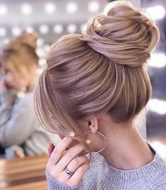 Hairstyles For Round Faces Long high updo wedding hairstyles.Hairstyles For Round Faces Long high updo wedding hairstyles Bun Hairstyles For Long Hair, Wedding Hairstyles For Long Hair, Bride Hairstyles, Hairstyle Ideas, Fashion Hairstyles, Homecoming Hairstyles, Party Hairstyles, Classy Updo Hairstyles, Woman Hairstyles