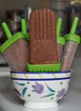 Chocolate Almond Butter Popsicles: 2 large bananas, 1/4 c almond butter, 1/4 c almond milk (or water), 2 tbsp cocoa powder, 1 tbsp vanilla extract