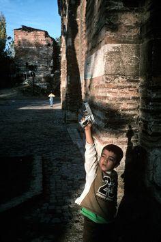 Alex Webb. Istanbul, Turkey. 2003. #color #street #photography