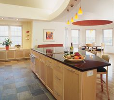 'Guides for Choosing Custom Kitchen Islands'