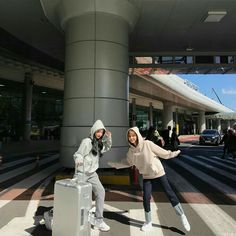Ideas for travel friends ideas Mode Ulzzang, Ulzzang Korean Girl, Cute Korean Girl, Ulzzang Couple, Ullzang Girls, Korean Best Friends, Best Friends Aesthetic, Poses Photo, Girl Friendship