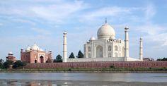En 1631, el emperador Shah Jahan comenzó la construcción de un monumento a una de sus esposas fallecida. 16 años después nacía una de las siete maravillas del mundo, el Taj Mahal. Desde su construcción este fabuloso palacio de mármol blanco ha tenido que superar varias amenazas muy serias. La última es un ejército proveniente del cercano río Yamuna.