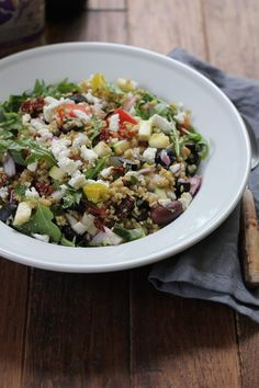 Bright, fresh and flavorful, you've got to try this Mediterranean Freekeh Salad. Organic Cracked Freekeh cooks up in just 20 minutes for an easy, quick whole grain addition to your dinner table! Best Salad Recipes, Vegetarian Recipes, Cooking Recipes, Healthy Recipes, Healthy Foods, Easy Recipes, Leafy Salad, Food Inspiration, Meal Planning