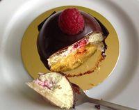 Pistáciové dortíky s malinami / Pistachio and raspberry mousse cakes