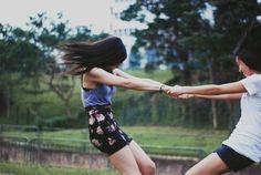 Hasta que se caigan.   37 ideas fotográficas increíblemente divertidas con tu mejor amiga