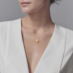 Tiffany HardWear ball pendant in 18k gold.