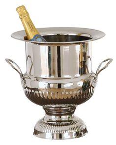 Stefani Champagekjøler. Nydelig #Pokalvase/#champagnekjøler i Polished aluminium. Denne vasen er et blikkfang på bordet.  Str:  H: 33 cm  D: 30 cm  #interior #interiør #classicliving