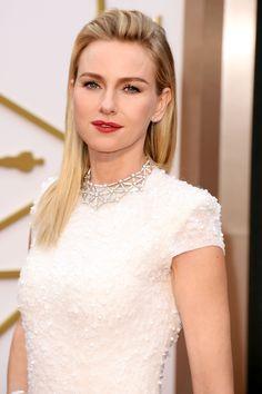 Naomi Watts: Oscars 2014. Bulgari necklace in white gold with round brilliant cut diamonds and pave diamonds.