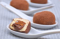 An easy to make and delicious dessert that tastes like the classic tiramisù. There Tiramisù Truffles are amazing. Here's the recipe Italian Pastries, Italian Desserts, Cooking Cake, Just Cooking, Burritos, Ham And Cheese Omelette, Ricotta, Delicious Desserts, Dessert Recipes