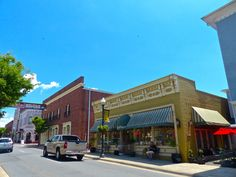 From the boutiques, to the breweries, to the nearby battlefield, a day trip to Manassas features an easily walkable small town with some big time charm.