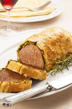 Encontre Receitas de Filé mignon Wellington e outras carnes especiais. Conheça a Academia da Carne e faça cursos e aprenda receitas