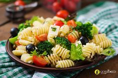 Pasta salad with tomato, broccoli, black olives, and cheese feta premium photo Mayo Pasta Salad Recipes, Easy Pasta Salad Recipe, Healthy Salad Recipes, Side Recipes, New Recipes, Cooking Recipes, Greek Recipes, How To Cook Pasta, Pasta Dishes