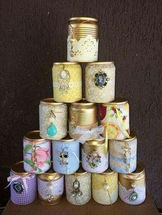 Latas de molhos ou conservas decorados com tinta sprays e muita criatividade