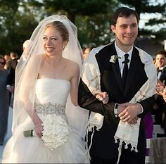 Chelsea Clinton 30, married Marc Mezinsky, 32, in a lavish ceremony at Astor Courts in Rhinebeck, N.Y. Saturday, July 31, 2010. Beautiful Wedding Gowns, Classic Wedding Dress, Wedding Dress Trends, Wedding Dresses, Celebrity Wedding Photos, Celebrity Weddings, Chelsea Clinton Wedding, Jewish Wedding Invitations, Trump Wedding