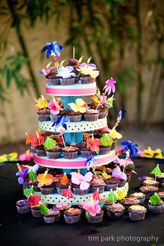 Hawaiian themed cupcake tower for dol birthday party Aloha Party, Hawaiian Luau Party, Hawaiian Birthday, Hawaiian Theme, Luau Birthday, Minion Birthday, 1st Birthday Girls, First Birthday Parties, Birthday Party Themes