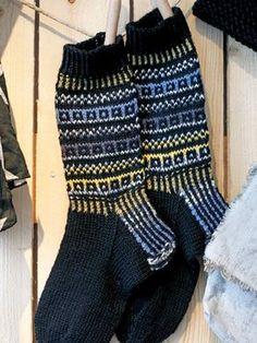Men's socks with an ornament Fair Isle Knitting, Knitting Socks, Hand Knitting, Knit Socks, Knitting Ideas, Men's Socks, Mens Christmas Socks, Christmas Knitting, Leg Warmers