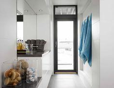 Kodinhoitohuone --> yläkaappien alle valaistus Decor, Oversized Mirror, Furniture, Home, Laundry Room, Home Decor, Room