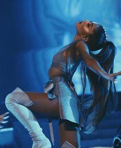 Ariana Grande: Shanghai, I love youuu sooo much ! Ten more. Barack Obama, Ariana Grande Dangerous Woman Tour, Saga Harry Potter, Bae, Ariana Tour, Ariana Grande Pictures, Role Models, Celebs, Actresses