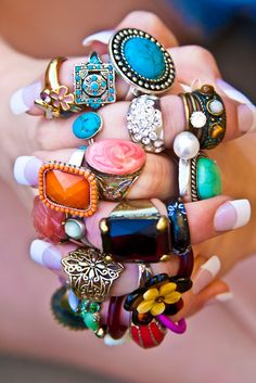 Some really good ideas for what rings to buy myself! I do like a bit of bling bling. I like all of these, I like the idea of knuckle rings ah yes Hippie Chic, Estilo Hippie, Hippie Style, My Style, Hippie Masa, Bohemian Style, Boho Chic, Boho Gypsy, Bling Bling