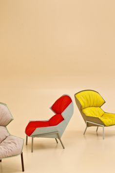 Clarissa Hood armchair - Patricia Urquiola. The Clarissa family of chairs have a characteristic seatback which embraces the sitter and partially conceals them with a ÒhoodÓ. The armchair speaks a double language: geometric on the outside and soft and cosy on the inside. The metal tube frame perfectly matches the clean, linear geometry of the shell, made from thermoformed polyester fibre, while it is at odds with the soft and generously padded seat.