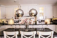 Glasslampe / pendellampe i glass, Straale®  #kjøkken #lampe #lamper #kjøkkenlampe #design Kitchen Island, Home Decor, Island Kitchen, Decoration Home, Room Decor, Home Interior Design, Home Decoration, Interior Design