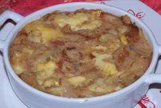 Soupe au fromage is een traditionele Franse winterovenschotel gemaakt van (oud) stokbrood (pain perdu = verloren brood) kool, uien, bouillon en een pittige kaas. Je vindt hier het recept van de vegetarische variant.