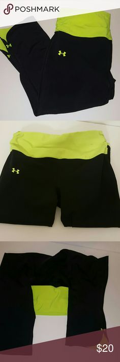 UNDER ARMOUR CAPRI GEAR GREAT CONDITION, NO FLAWS. TAG REMOVED BUT SIZE SMALL. THESE FIT TO SHAPE YOUR BODY, HIGHLY RECOMMEND. HAVE SECRET KEY POCKET Under Armour Pants Capris
