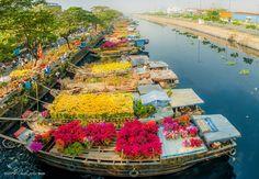 Saigon floating Flower Market
