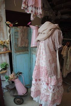 I so want an outfit like this one ~, Shabby gown.I so need an outfit like this one ~. Shabby Chic Outfits, Shabby Chic Mode, Vintage Outfits, Vintage Shabby Chic, Shabby Chic Style, Shabby Chic Decor, Shabby Chic Clothing, Girl Clothing, Vintage Pink