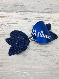 This set of two beautifully sparkly matching bows are perfect for tiny princess curls. They are made using a gorgeous chunky glitter paired with a patent leatherette. They are made to order and personalised to your childs name in gold or silver vinyl. The bows are approximately 3 inches long and are absolutely stunning, perfect for sending your little lady back to school in style. To order please choose the colour of the glitter required, the colour of the patent leatherette and confirm…