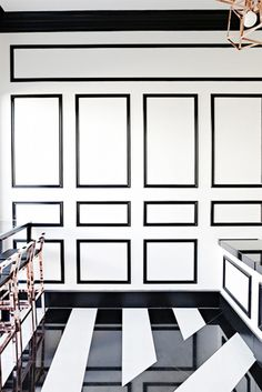 Black moldings and stripe marble floor Black And White Interior, Gold Interior, Best Interior, Interior Design, Black White, Floor Design, House Design, Black Molding, Seattle Homes