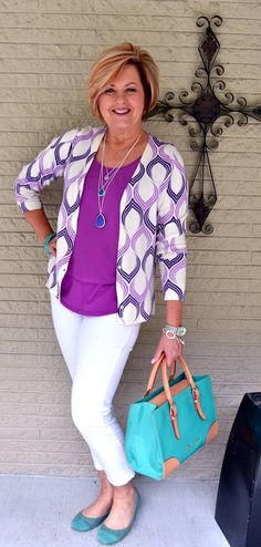 casual-outfits-for-women-over-40-23
