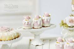 Desserts de Mousse aux fraises en dessert maison de poupée miniature 1/12