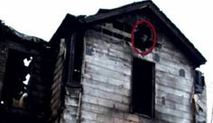 The story behind this photo is that an arsonist torched the home and that neighbors heard someone screaming for help throughout the night. However, upon investigation firefighters found no one inside. Scary Ghost Pictures, Real Ghost Pictures, Ghost Images, Real Haunted Houses, Haunted Places, Paranormal Pictures, Ghost And Ghouls, Real Ghosts, Civil War Photos