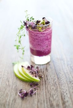 Red cabbage and granny apples smoothie with salted whipped cream Smoothie de chou rouge et   Recipes
