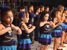 """Coreografia: """"A-M-I-G-O"""" - apresentação do agrupamento de 5 anos e 1ºs a..."""