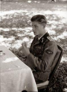 Info about this photo is welcome. German Boys, German Army, German Men, Military Men, Military History, Joachim Peiper, German Soldiers Ww2, Germany Ww2, German Uniforms