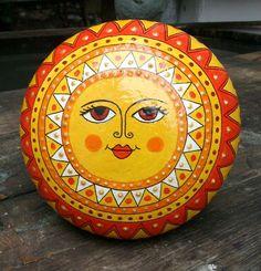Painted Stone Sun Art by Bemalter Pebble Painting, Dot Painting, Painting Patterns, Pebble Art, Stone Painting, Stone Crafts, Rock Crafts, Stone Drawing, Frida Art