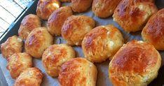 Εύκολα τυροπιτάκια βραχάκια !!  Εγώ την μισή ζύμη την έκανα με σκέτο τυρί και την άλλη μισή έβαλα μέσα και αλλαντικά .Είναι υπέροχα !... Pretzel Bites, Bread Recipes, Vegetarian, Geo, Pizza, Bread Baking, Breads, Health