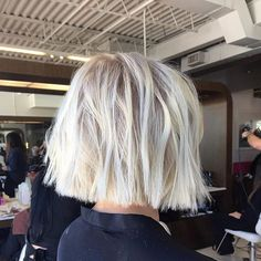 Chic Gray Blunt Haircut - 50 Spectacular Blunt Bob Hairstyles - The Trending Hairstyle Short Blunt Haircut, Blonde Blunt Bob, Bob Haircut For Round Face, Wavy Bob Haircuts, Round Face Haircuts, Lob Haircut, Haircuts For Long Hair, Short Blonde, Short Bob Hairstyles