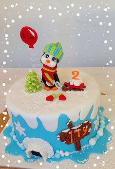 An adorable winter cake by Simona SugArt, via Flickr