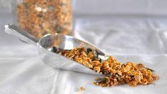 Queen maple vanilla muesli using Queen Pure Maple Syrup. Click for recipe.