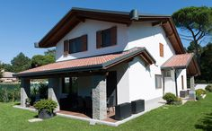 Villa tetto a doppia falda incrociata 1