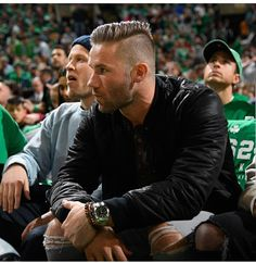 you sure know how to stir a girl's honeypot ~ 👄🤤💦 You are Mister Edelman 🔥 Edelman Patriots, New England Patriots Football, Rugby Players, Football Players, Beautiful Men Faces, Gorgeous Men, Hot Cheerleaders, Babe, Male Beauty