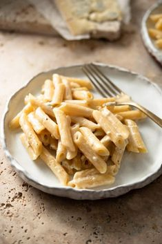 Perfectly cooked al dente penne pasta tossed with a super quick and Creamy Gorgonzola Sauce. This sauce can be used in so many ways like over a juicy chargrilled steak or baked into a potato gratin but it's especially good tossed with pasta for a simple and comforting weeknight meal! #gorgonzolasauce #gorgonzolarecipe Gorgonzola Pasta, Italian Pasta Dishes, Italian Pasta Recipes, Pasta Formen, Vegetarian Recipes, Cooking Recipes, Beef Recipes, Healthy Recipes, White Sauce Pasta