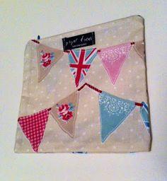 bayrak flama desenli çanta makyaj çantası